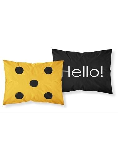 Helen George Besties Yastık Kılıfları Siyah